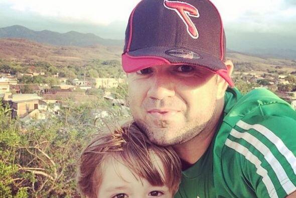 Roberto JR   Qué mejor manera de expresar el amor por México que portand...