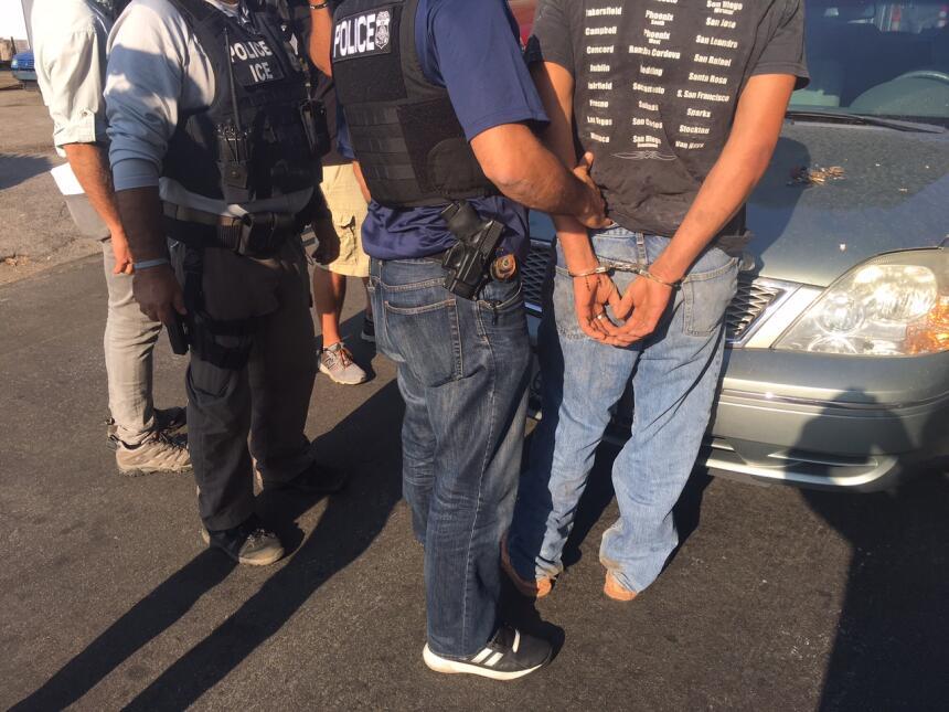 A unas cuadras de su casa, los agentes de ICE detuvieron al inmigrante.