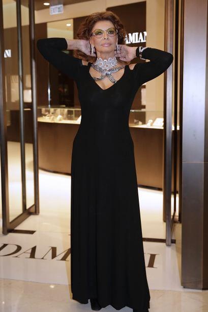 A sus 78 años, Sophia Loren se divierte con las últimas tendencias de la...