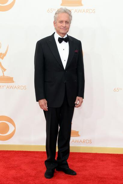 Michael Douglas también fue uno de los elegantes de la noche, ¿o le van...