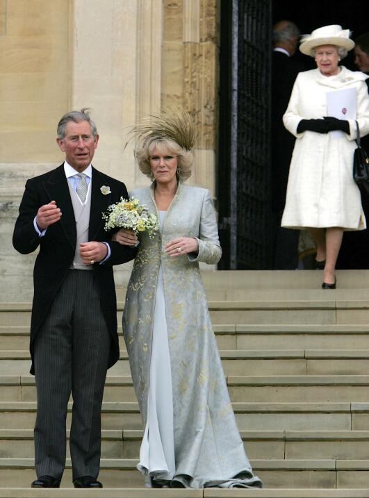 El 9 de abril de 2005, Carlos contrajo matrimonio con Camilla en una cer...