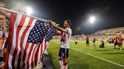 Omar González celebra la victoria sobre México en el Columbus Crew Stadi...