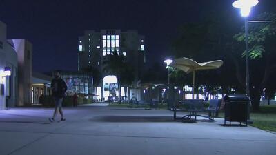 Policía de FIU advierte la presencia de un individuo que se expone indecentemente dentro del campus
