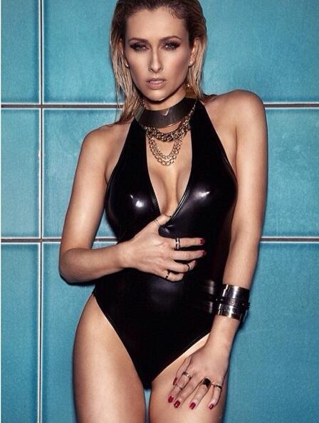 Gemma es una actriz inglesa y gran aficionada de los 'Red Devils', y esp...