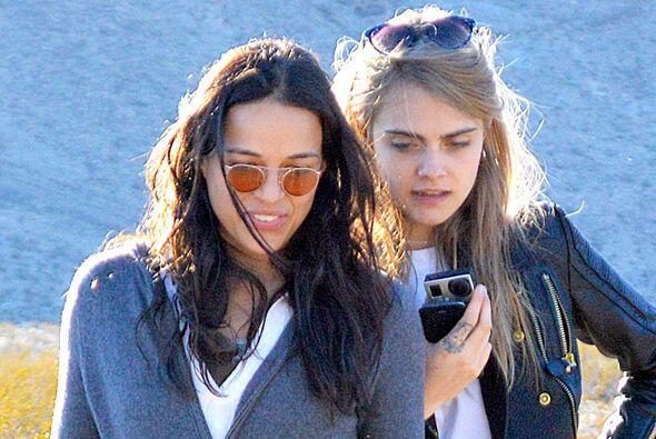 Cara y Michelle siguen con su amor viento en popa.  Mira aquí los videos...