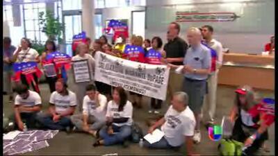 Activistas se manifiestan en Chicago por la reforma migratoria