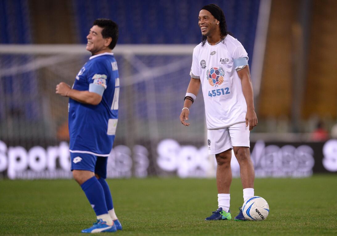 Futbolistas de talla mundial que no se han retirado pero están sin equip...