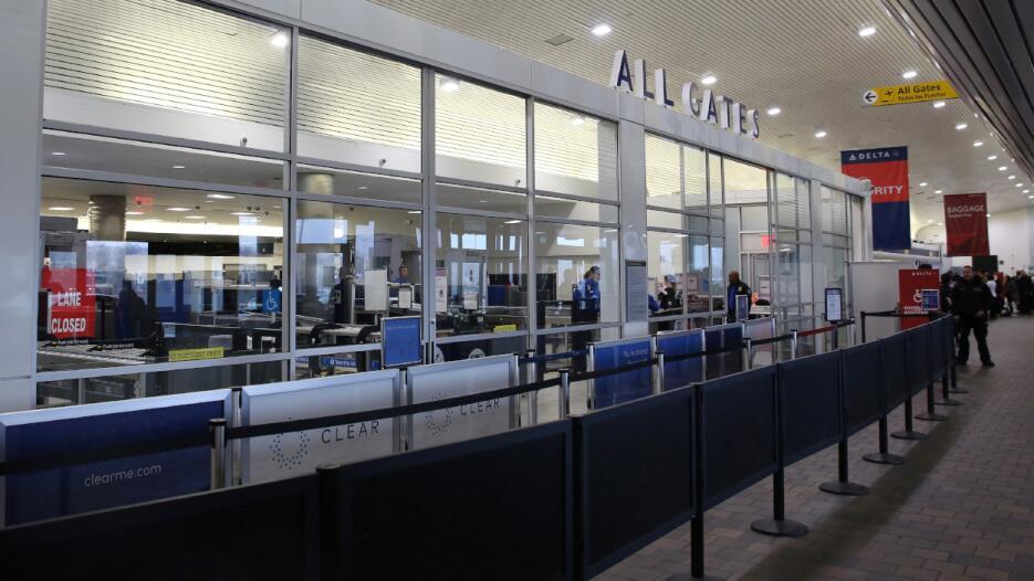 Al menos 50 vuelos están retrasados en LaGuardia, 58 en JFK y 41 en Newa...