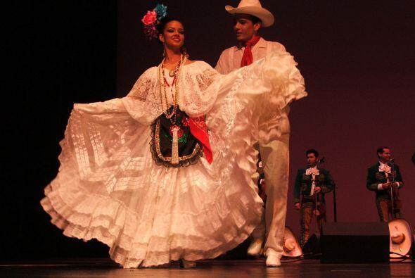 El Mariachi también estuvo acompañado del Ballet Folklórico Alegría Mexi...