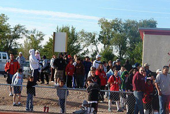 Temprano en la mañana, decenas de niños en Albuquerque llegaron a un clí...