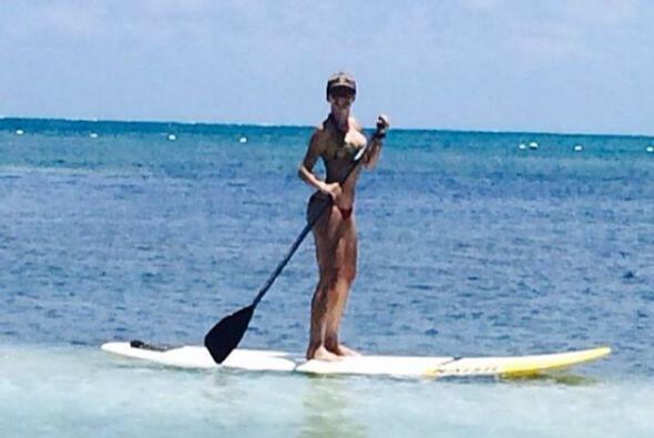"Haciendo ""paddleboarding""."