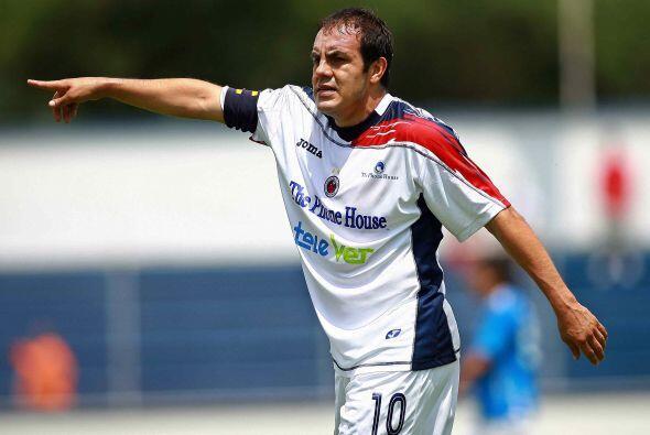 El delantero del Puebla, Cuauthémoc Blanco, también vistió la casaca de...