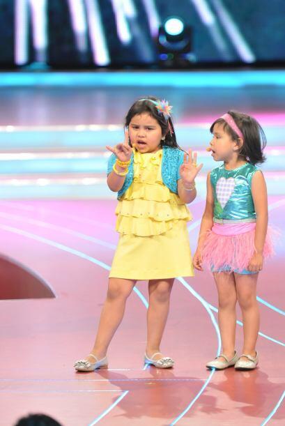 Y las dos pequeñitas se dispusieron a mostrar quién tiene la mejor voz.