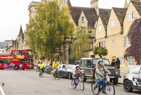 Den un paseo por Oxford, que parece sacado del cuento del mago más famos...