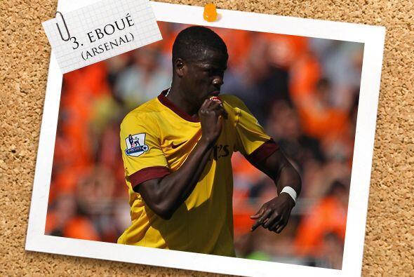 En la central está un defensa 'Gunner', Emmanuel Eboué.
