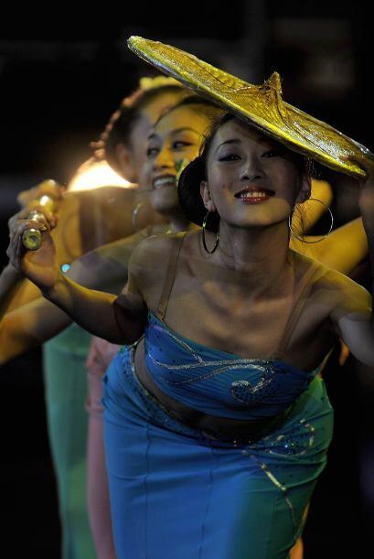 Un grupo de danza chino engalanó el eventó que no tuvo un...