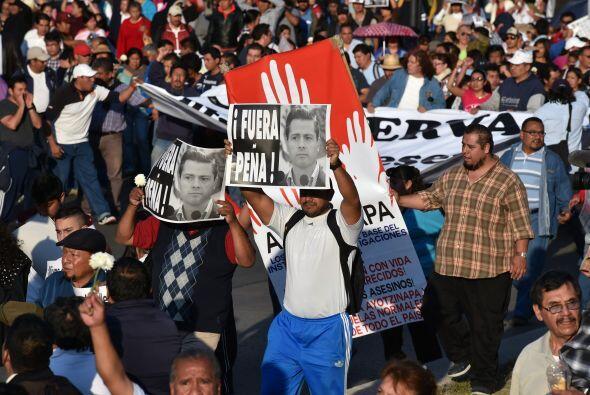 """""""Fuera Peña"""" se leía en diversos carteles, justo dos años después de que..."""