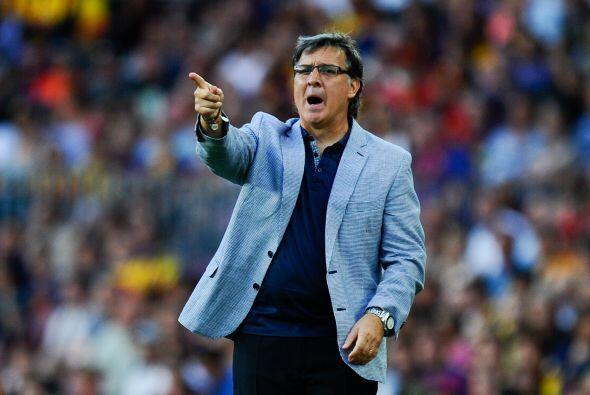 El entrenador argentino Gerardo Martino, estrenándose con el equipo en L...