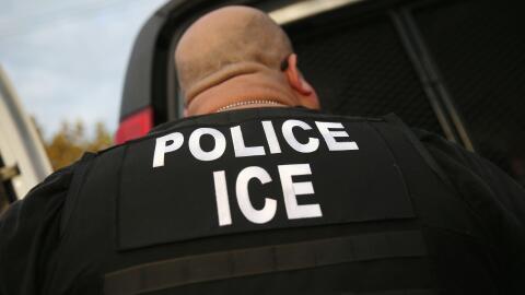 Agente de la Oficina de Inmigración y Aduanas (ICE).