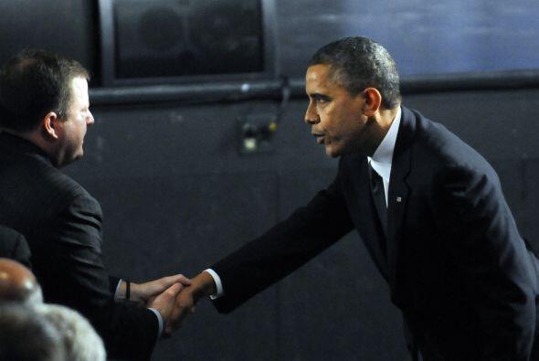 Obama, quien se reunió en privado con los familiares de los ni&nt...