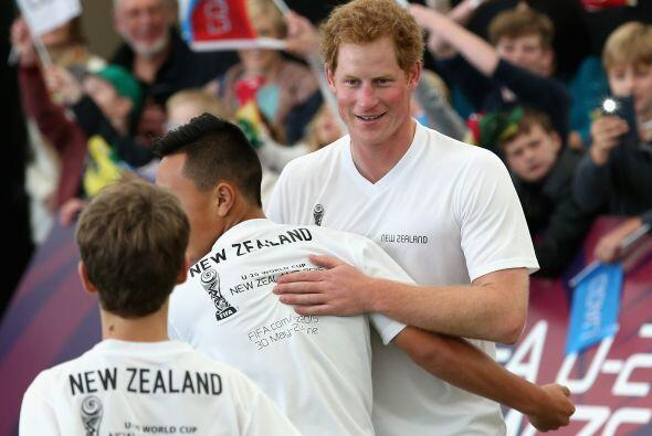 El joven de 30 años representando muy bien a la corona.