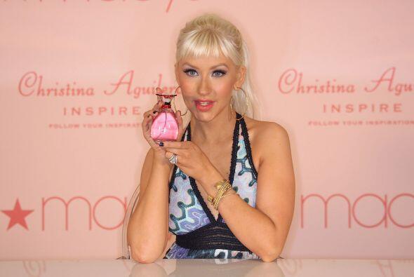 8.- Christina Aguilera ha presentado dos fragancias, la primera Simply C...