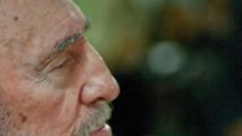 El ex presidente de Cuba, Fidel Castro, presentó su nuevo libro en la is...