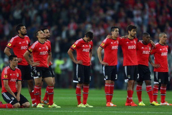 La otra cara de la moneda. Benfica perdió su octava final en competicion...