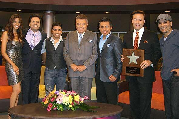 Don Francisco recibe a las voces más populares de la radio en Est...