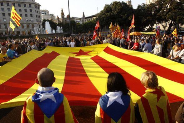 Pero los españoles no se limitaron a mostrar su apoyo a un Referéndum só...