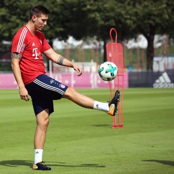 Salcedo, en el 11 ideal de fichajes de Bundesliga... como lateral derech...