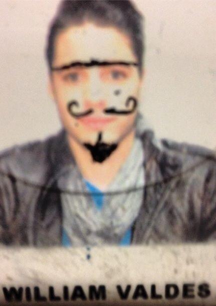 """""""@williamvaldestv moría por dejarse bigote y barba. Hasta lunar le salió..."""
