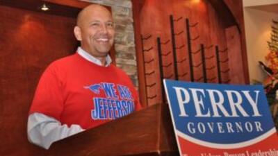 Ed Garza durante su anuncio del respaldo al gobernador Rick Perry de car...