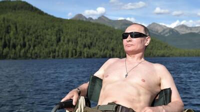 Putin hace una demostración de fuerza hasta de las fotos de sus vacaciones: así posa en Siberia