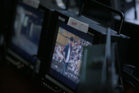 Todo bajo control, cámaras uno, dos, tres, cuatro... quínce.