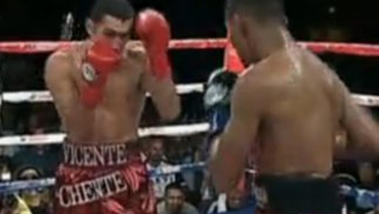 Vicente Escobedo y Walter Estrada tuvieron un combate parejo hasta el sé...