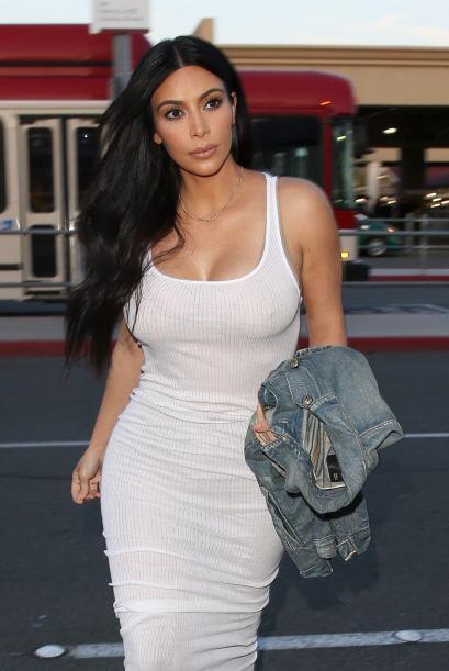 Mira más fotos de Kim Kardashian solita en el aeropuerto.