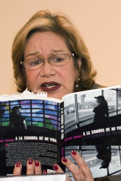 A la presentación del libro acudieron varias intelectuales mexicanos, em...