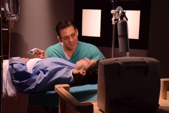 """Jonathan tuvo el reto de hacer una escena de la telenovela """"Teresa""""."""