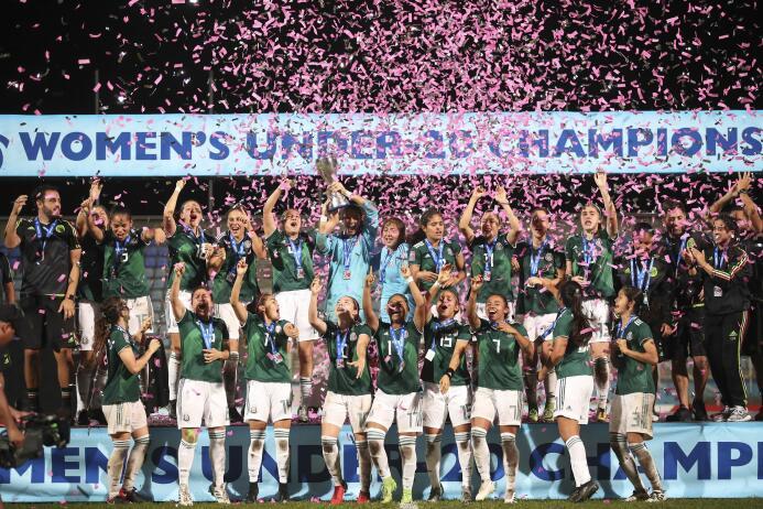 Así fue la premiación y el festejo del histórico triunfo del Tri femenil...