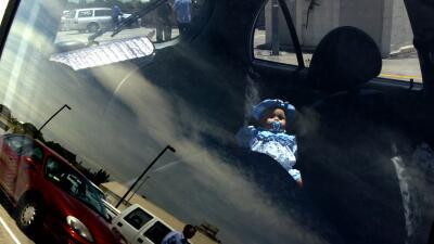 ¿Estás seguro de que jamás olvidarías a tu hijo en el auto? Científicos advierten que le puede pasar a cualquiera
