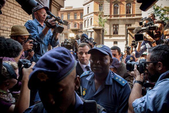 Pistorius arribo este lunes 13 de octubre al Tribunal donde lo recibiero...