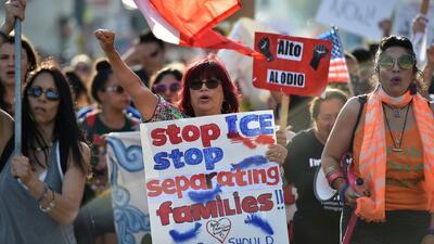 ¿Cuáles son los objetivos del gobierno al implementar medidas que separan a niños inmigrantes de sus padres?