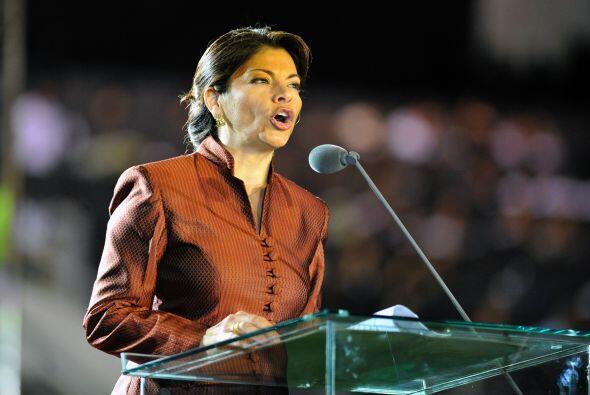 La señora presidenta Laura Chinchilla declara al Estadio Nacional...