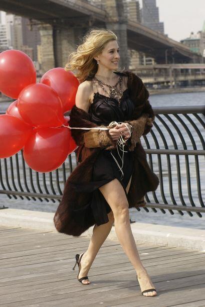 Sarah Jessica Parker y el 'glamour' son amigos cercanos. Aquí vemos a la...