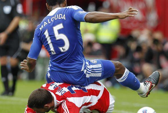 En el empate de Chelsea con Stoke, Florent Malouda andaba un poco cansad...
