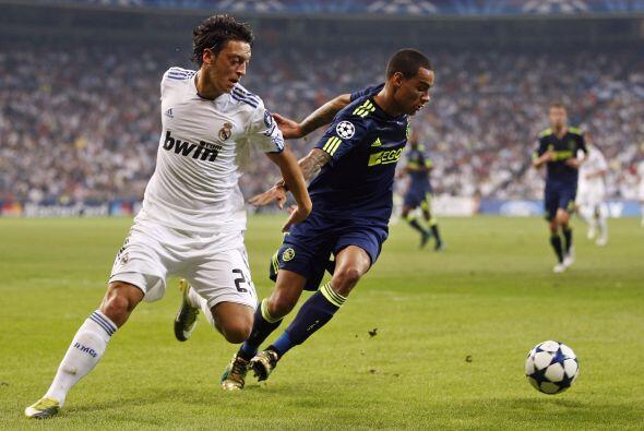 Los madridistas se presentaron en el Santiago Bernabéu recibiendo al Ajax.
