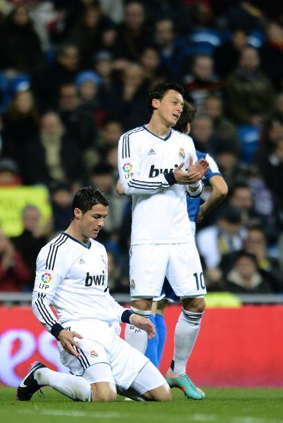Se escuchó el silbatazo final y el Madrid lucía abatido por un empate co...