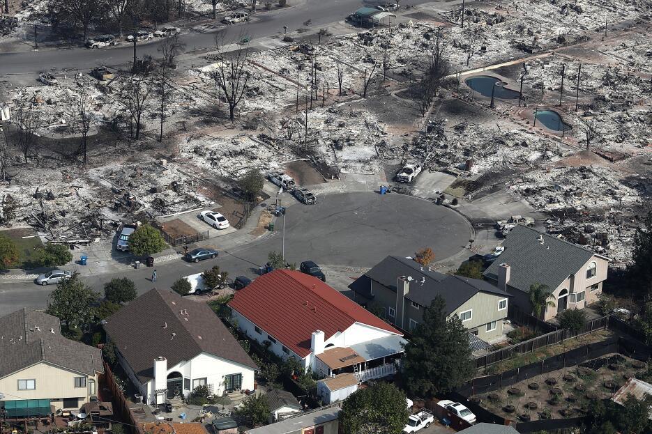 Una vista aérea de las casas que fueron destruidas por el fuego Tubbs el...