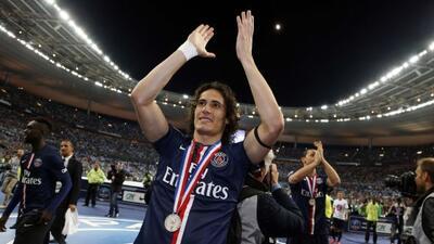 Edinson Cavani anotó el gol de la victoria parisina sobre el Auxerre.